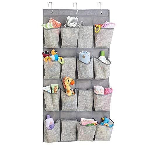mDesign Organizzatore armadio con 16 tasche – Portaoggetti in stoffa da appendere in polipropilene traspirante – Portabiancheria appendibile per tutta la casa – grigio